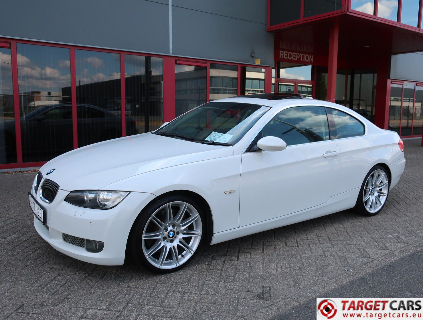 bmw 335i e92 coupe 3 0l 306hp 10 06 white 88449km rhd. Black Bedroom Furniture Sets. Home Design Ideas
